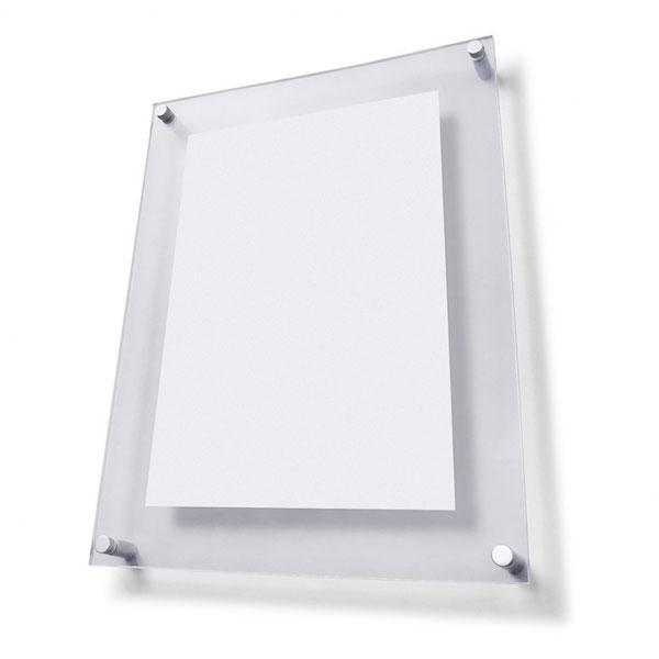 Plaque en acrylique avec accrochage pour mur