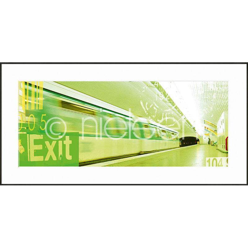 """Image encadrée """"Metro Station Exit"""" avec cadre en aluminium C2"""