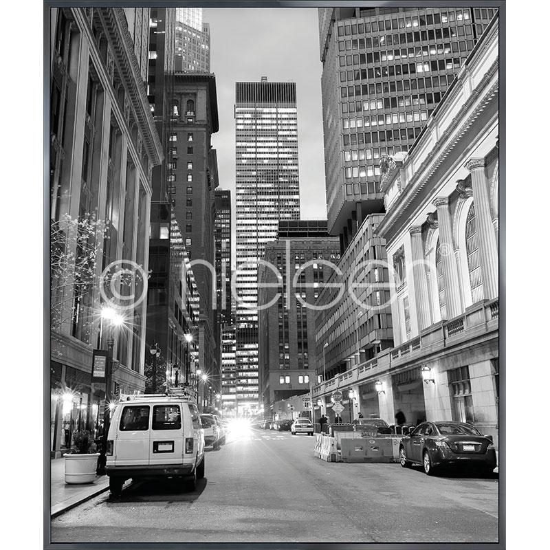 "Image encadrée ""New York Downtown"" avec cadre en aluminium Alpha"