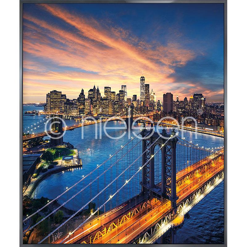 "Image encadrée ""New York City Sunset"" avec cadre en aluminium Alpha"