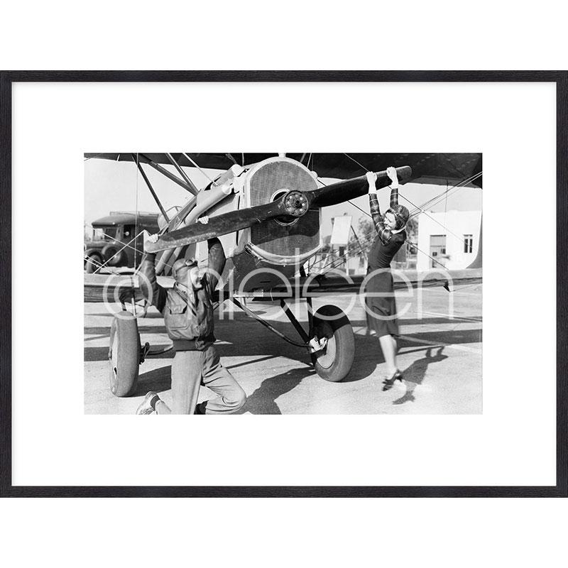 """Image encadrée """"Historic plane II"""" avec cadre en bois Quadrum"""