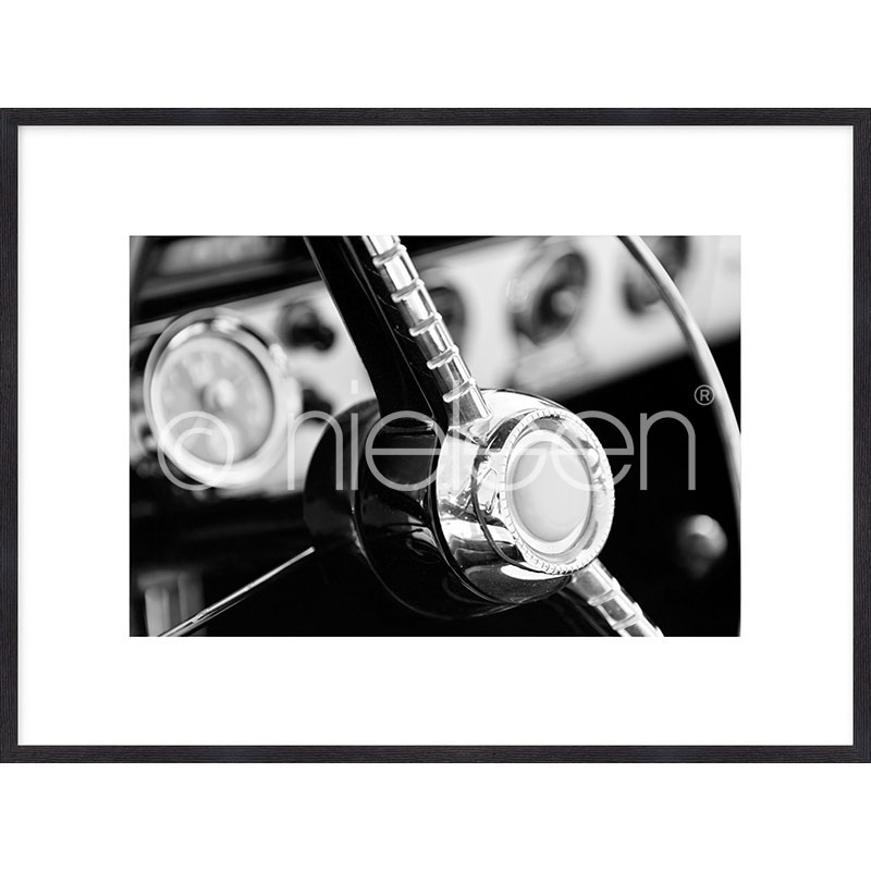 "Image encadrée ""Interior of Classic Car"" avec cadre en bois Quadrum"