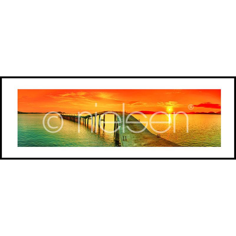 """Image encadrée """"Footbridge Sunset"""" avec cadre en aluminium C2"""