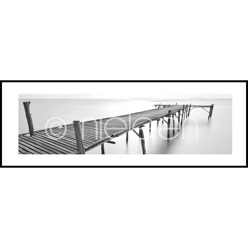 "Image encadrée ""Footbridge black and white"" avec cadre en aluminium C2"